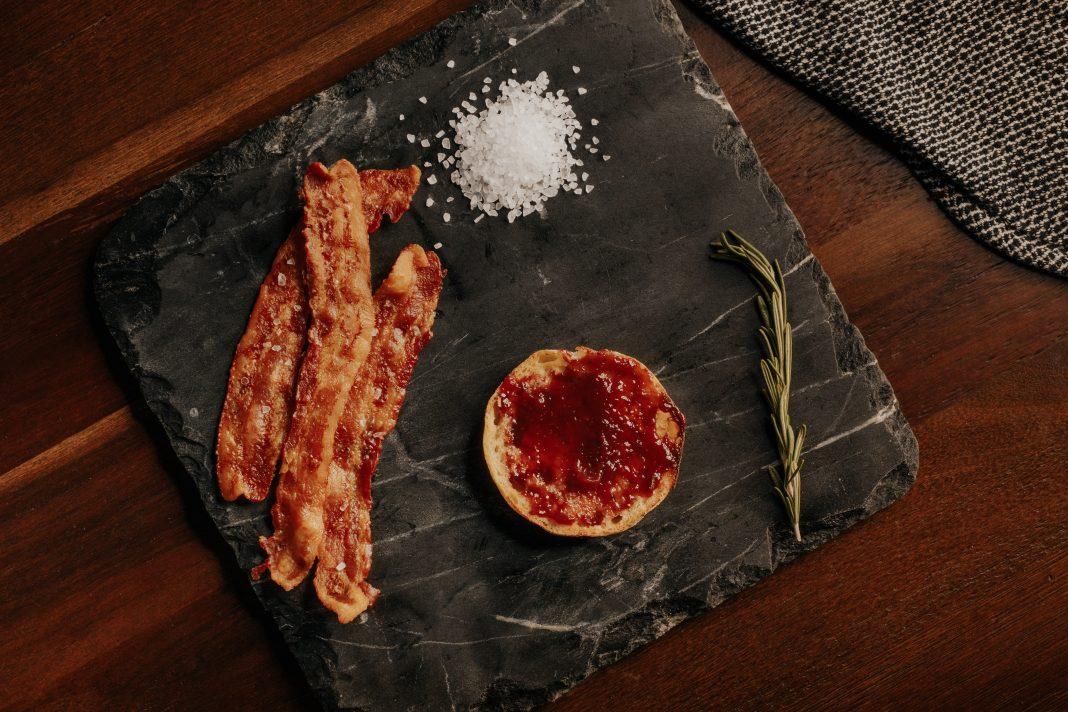manger bacon cuit enceinte