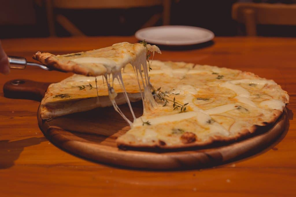 Pizza fromage enceinte